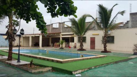Vivenda V6 com piscina a venda no Patriota