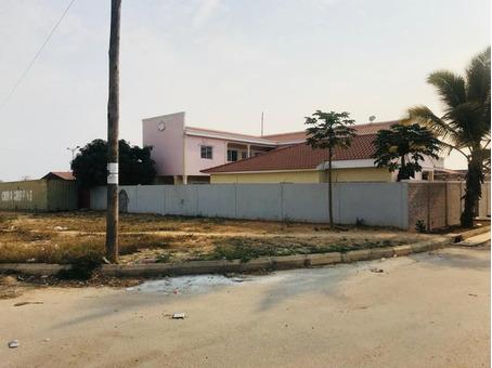 """Casa a venda no Condomínio """" BPC """"  no Camama, na rua A."""