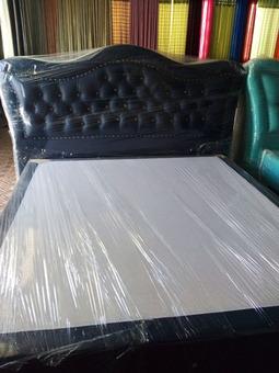 camas, cadeirões e curtinas